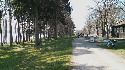 Brombachsee Rundweg: Biergarten mit Seeblick Badehalbinsel Absberg
